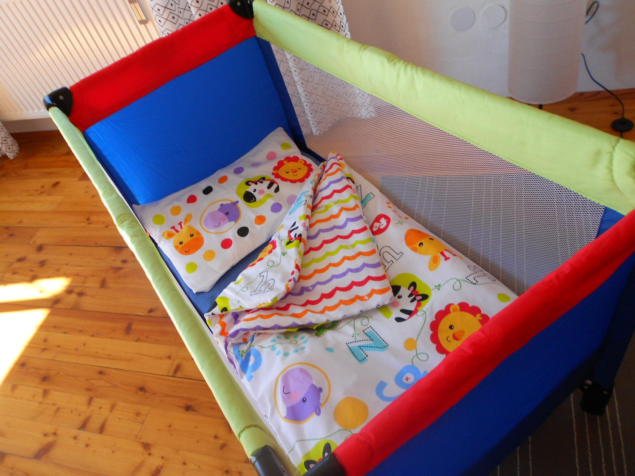Baby Reisebett mit Kinderbettwäsche