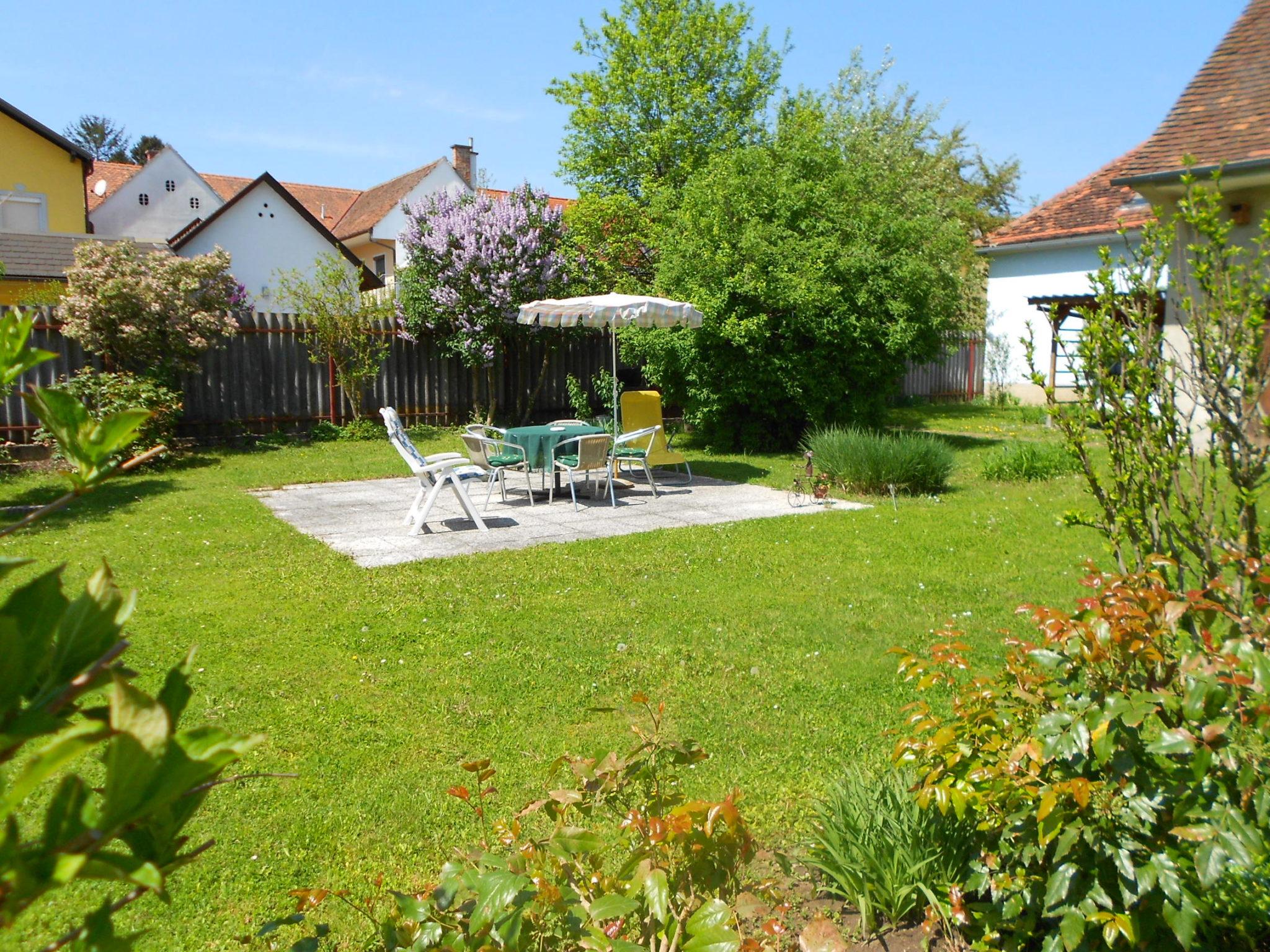 Garten mit Sitzgarnitur