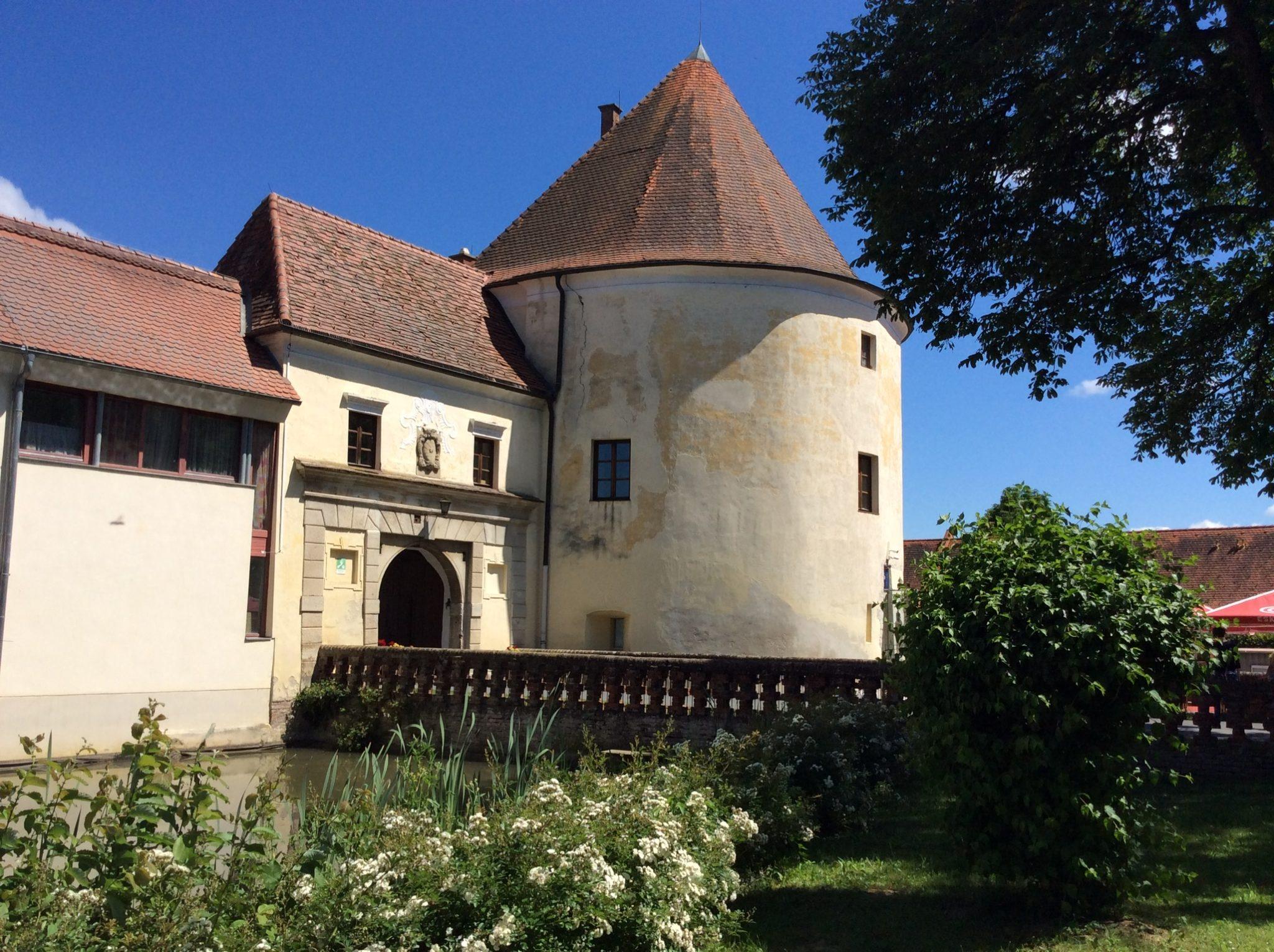 Ausflugsziel: Rundturm - Burgauer Schloss